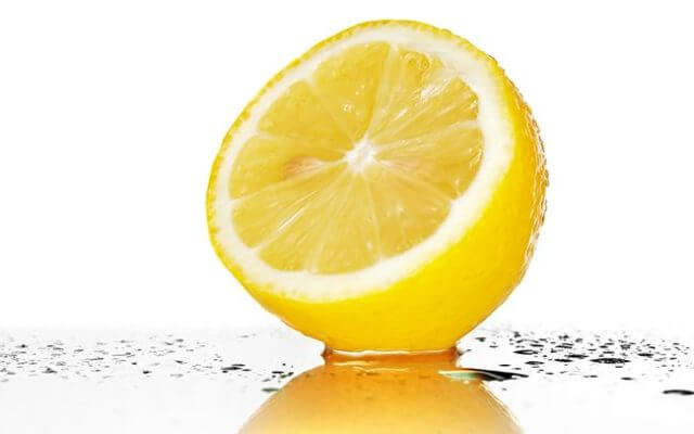 Полезно пить воду с лимоном по утрам