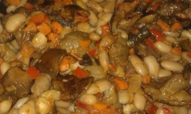 фасоль с овощами и грибами